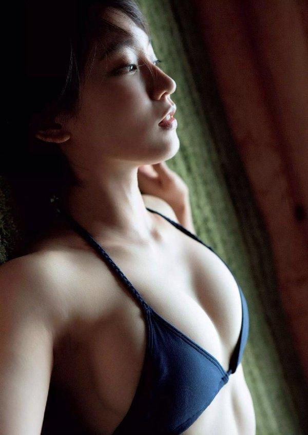 清楚な美少女なのに美乳がセクシーな、吉岡里帆 (17)