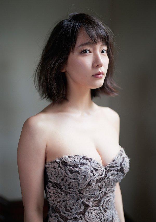 清楚な美少女なのに美乳がセクシーな、吉岡里帆 (3)