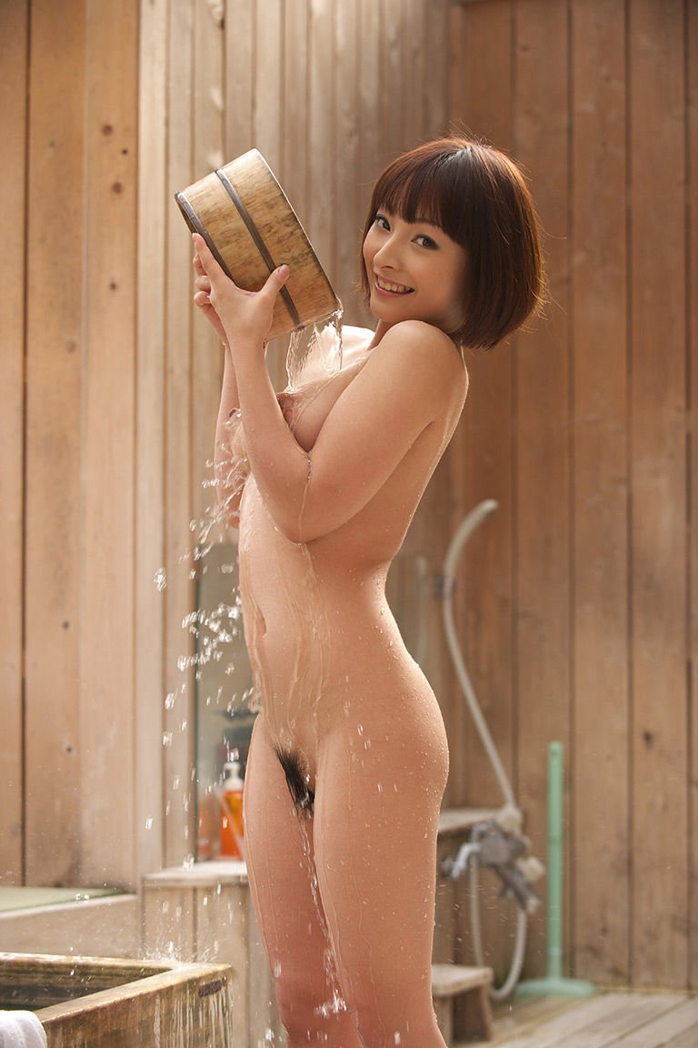 スッポンポンで入浴している子がセクシー (16)