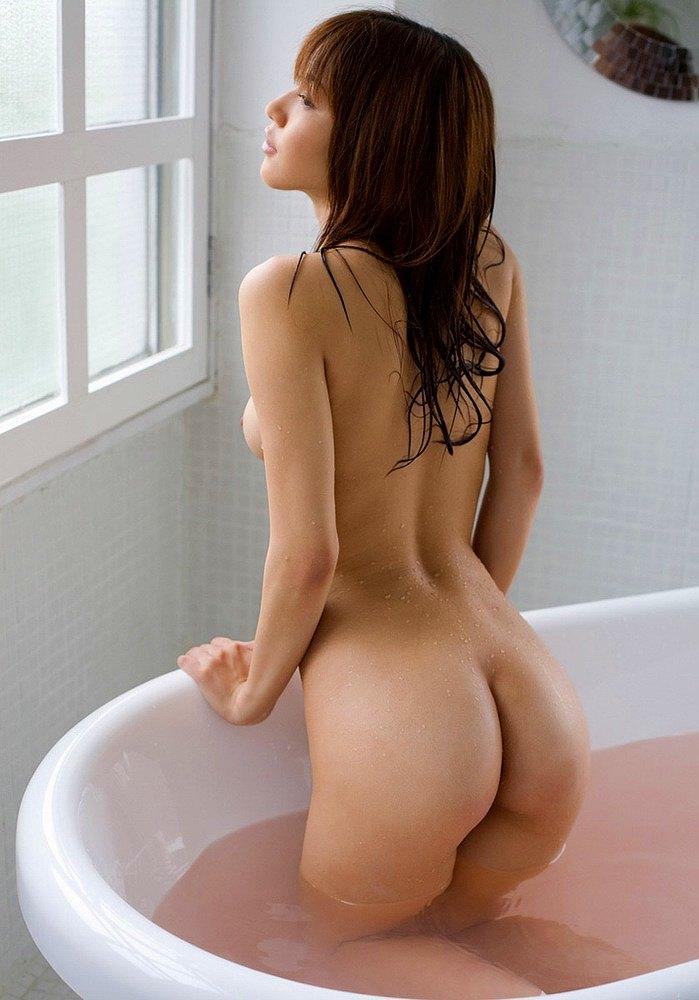 スッポンポンで入浴している子がセクシー (14)
