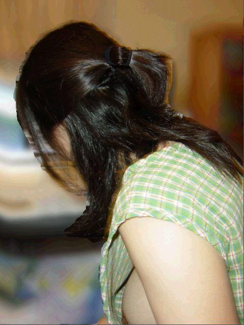 乳房がチラッと見えてしまった女の子 (17)