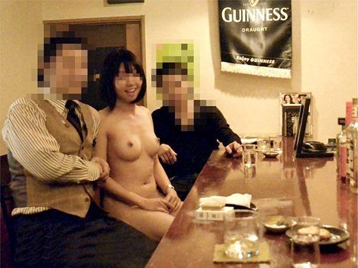 店内で素っ裸になっちゃう大胆な素人さん (3)