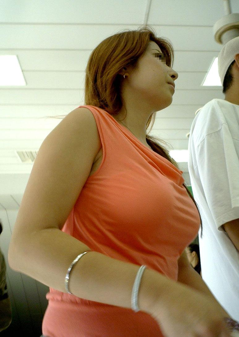 派手な素人さんの、はち切れそうな乳房 (12)
