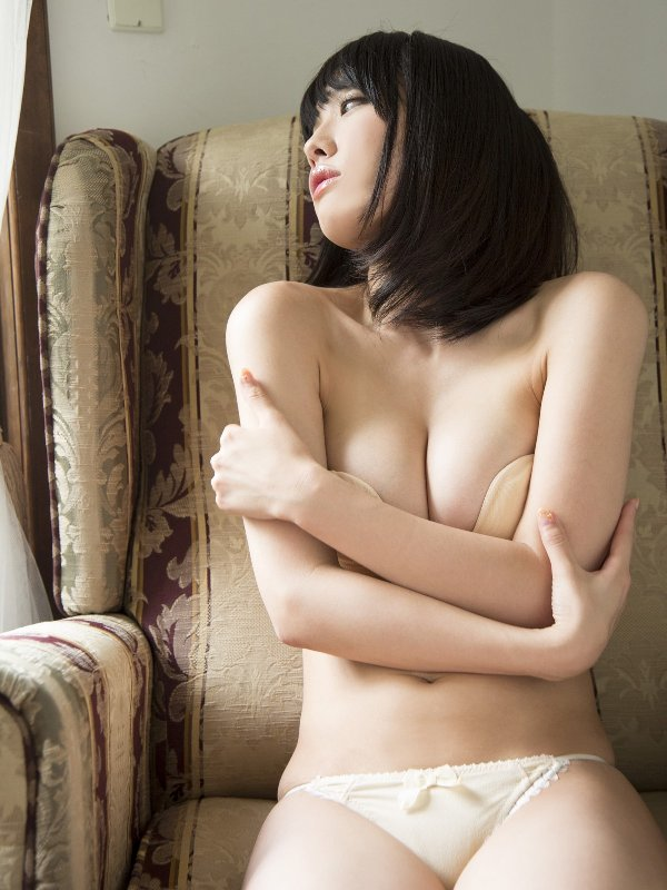 限界まで脱いで裸を披露する、今野杏南 (11)