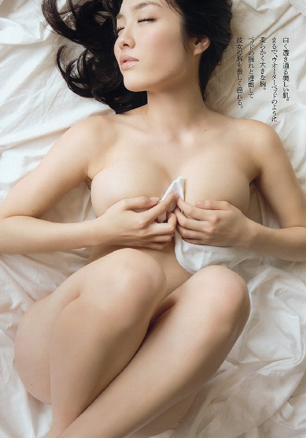 限界まで脱いで裸を披露する、今野杏南 (10)