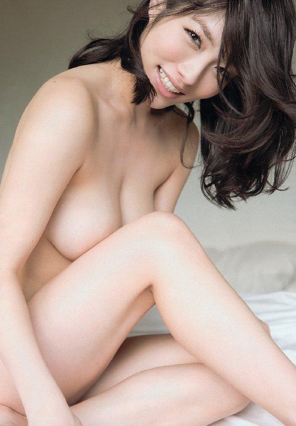 限界まで脱いで裸を披露する、今野杏南 (19)