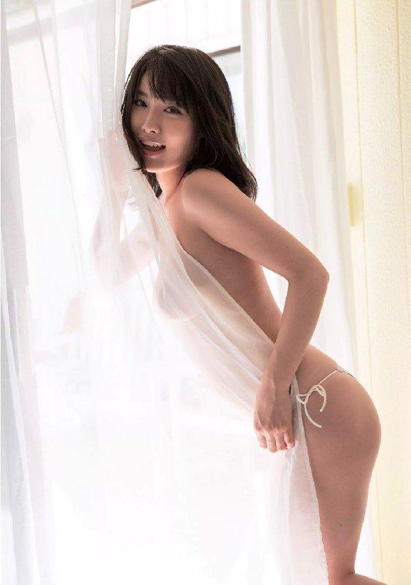 限界まで脱いで裸を披露する、今野杏南 (16)
