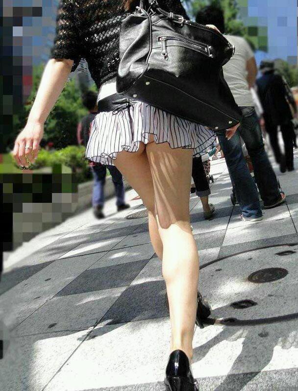 丈を短くしすぎたスカートは下着がモロ見え (11)