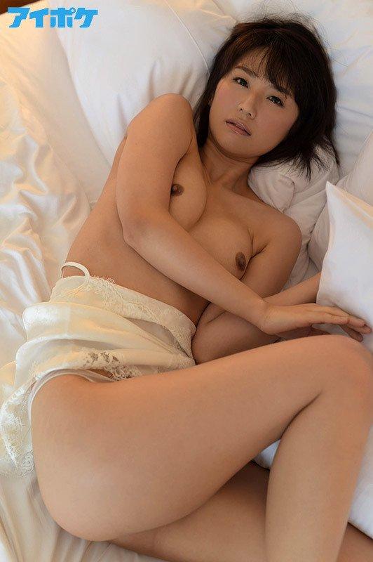 現役ナースが激しいセックスでイッちゃう、夏川あかり (12)