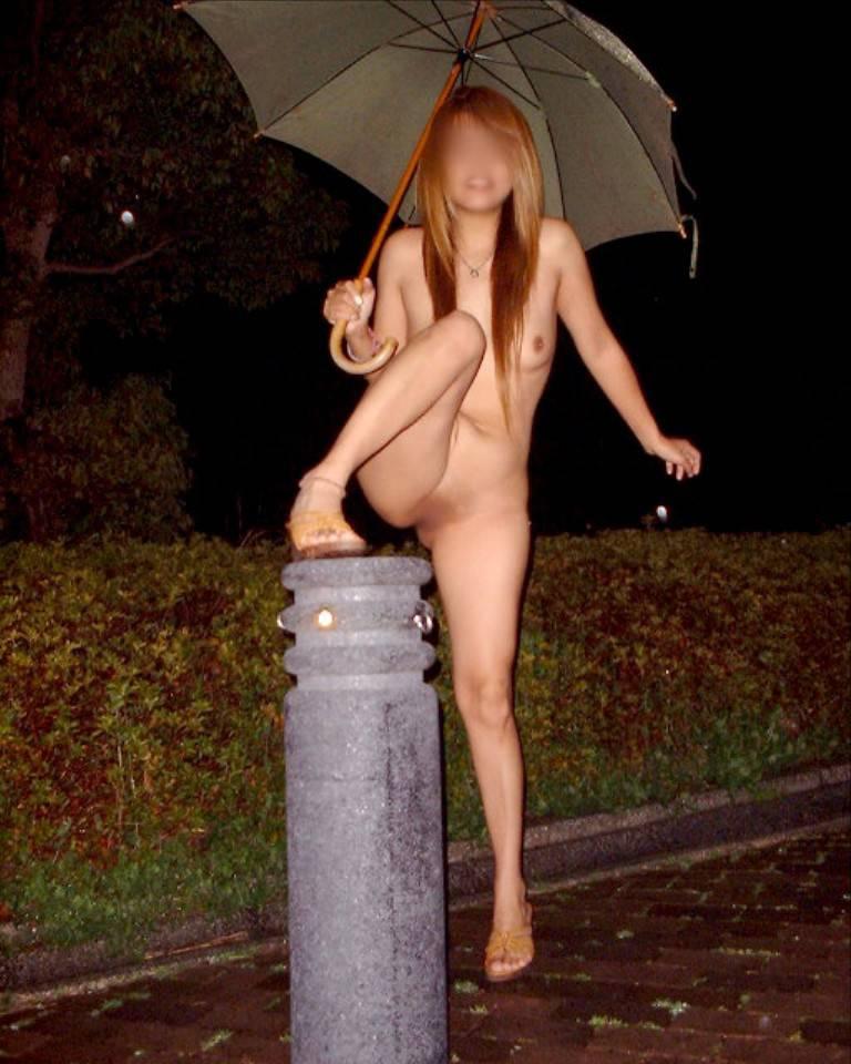 何処にいたって素っ裸になるのを止めない女の子 (6)