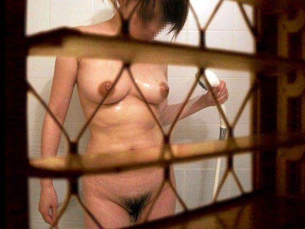 スッポンポンの素人さんがお風呂に入ってた (2)