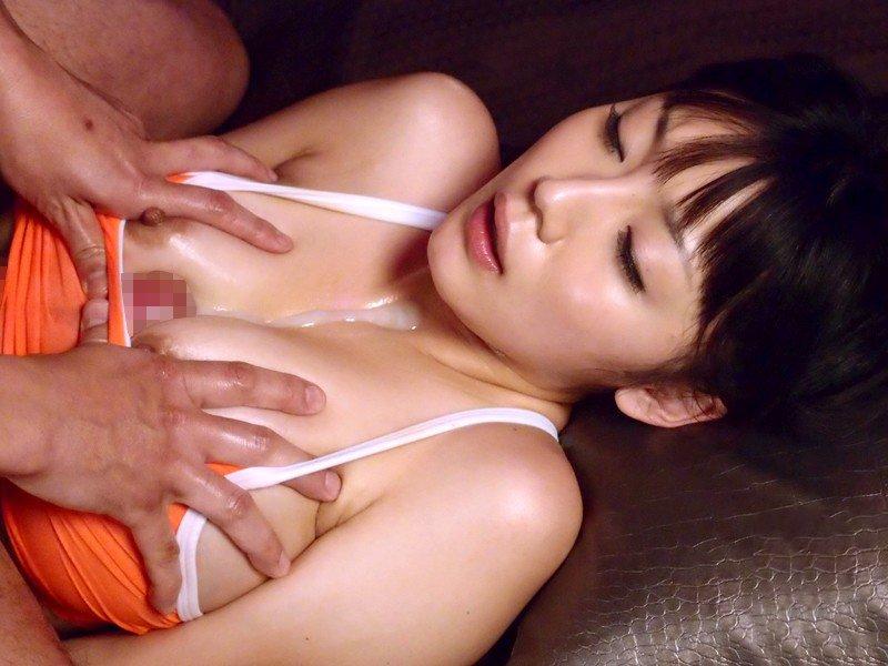 爆乳の乳房で挟み込んで刺激されるとイッちゃいそう (11)