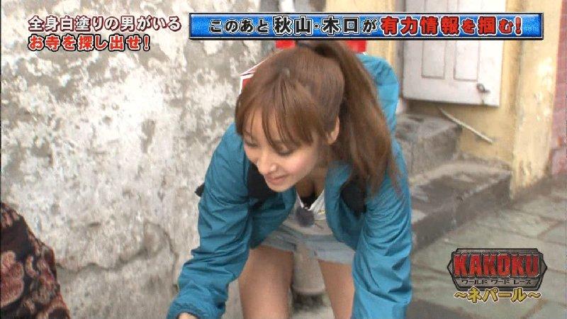 TV番組での谷間チラ見えハプニング (14)