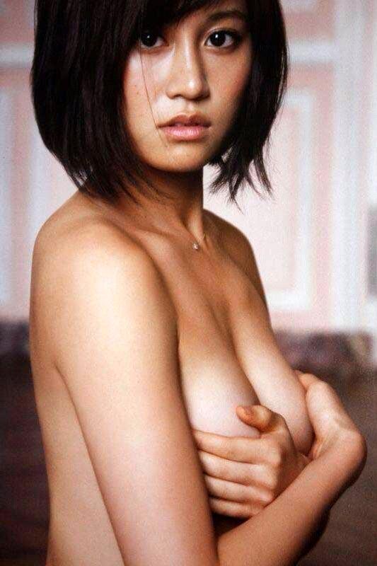 乳頭隠して乳房は出しちゃうアイドルたち (7)