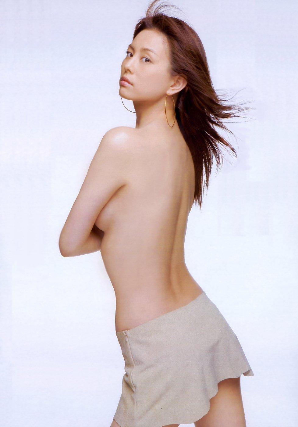 乳頭隠して乳房は出しちゃうアイドルたち (4)