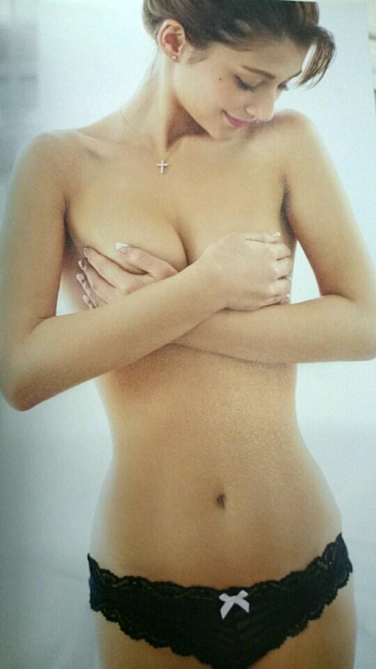 乳頭隠して乳房は出しちゃうアイドルたち (9)