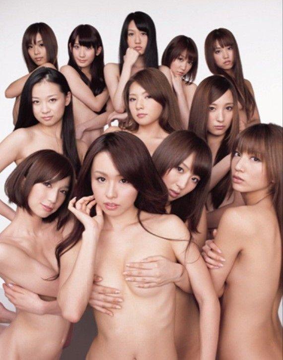 乳頭隠して乳房は出しちゃうアイドルたち (11)