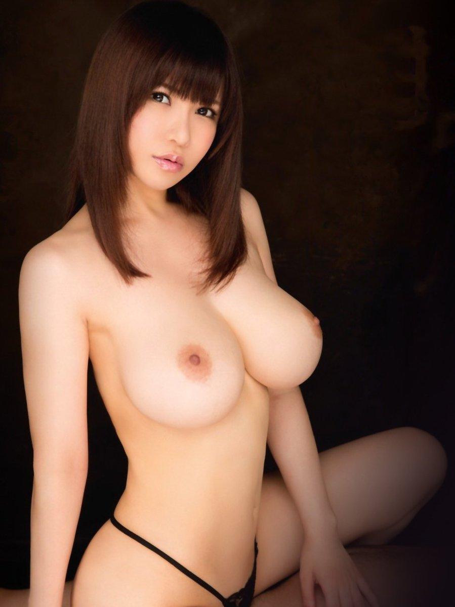 デカくて迫力があるのに美しい乳房 (12)