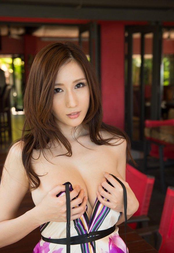 大きな乳房で挟まれたままイッちゃいたい、JULIA (2)