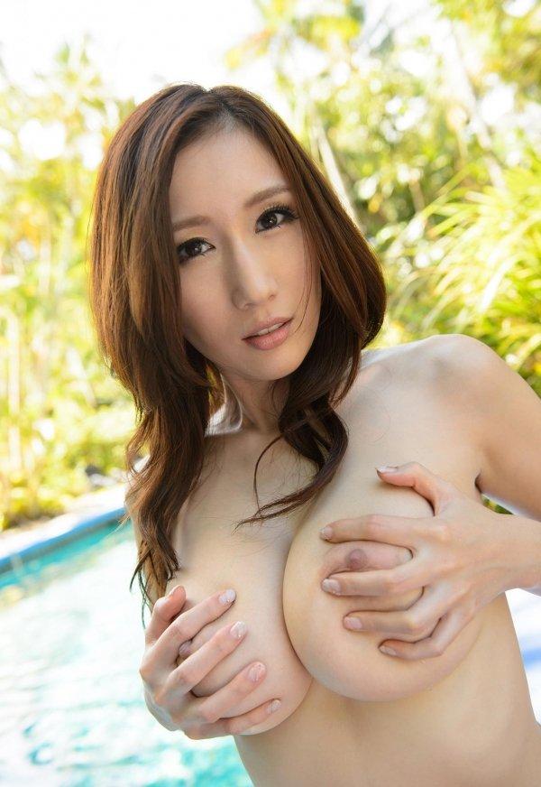 大きな乳房で挟まれたままイッちゃいたい、JULIA (7)
