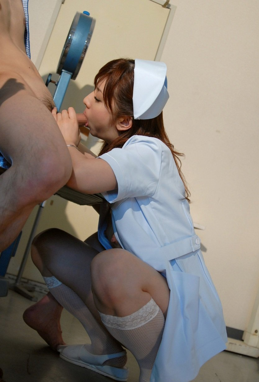 セクシー系の看護婦さんに股間を診察して欲しい (3)
