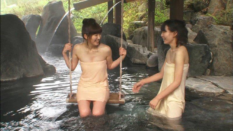 女優やグラドルが露天風呂に入っているセクシー場面 (11)