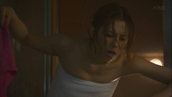 女優やグラドルが露天風呂に入っているセクシー場面 (6)