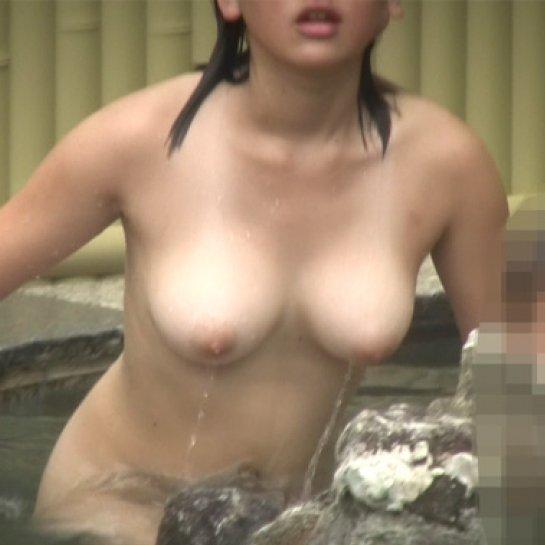 温泉に素っ裸で入る所を見られちゃった (1)