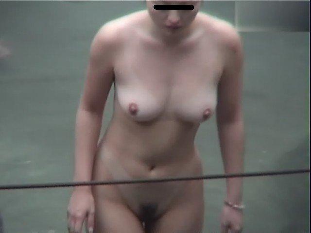 温泉に素っ裸で入る所を見られちゃった (3)