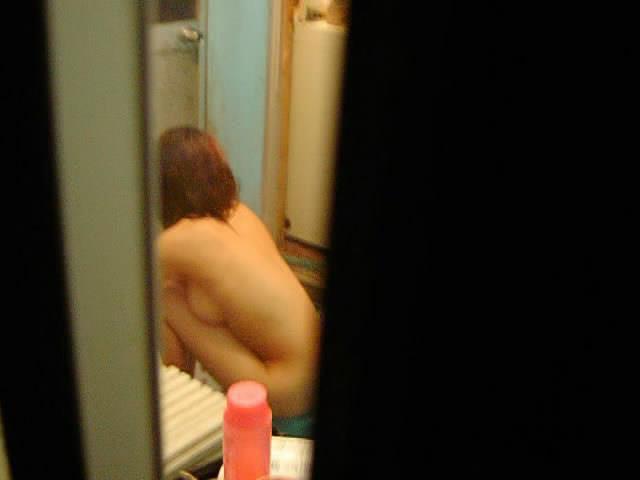 風呂場や部屋の中で寛ぐ全裸の子が見えちゃった (6)