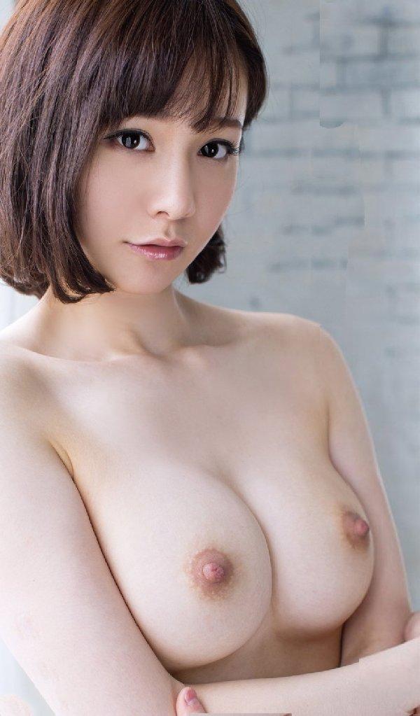 デカい乳房で形も崩れていないオッパイ (16)