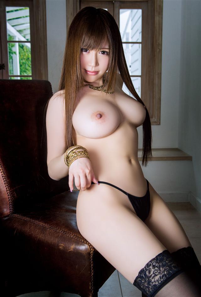 デカい乳房で形も崩れていないオッパイ (7)