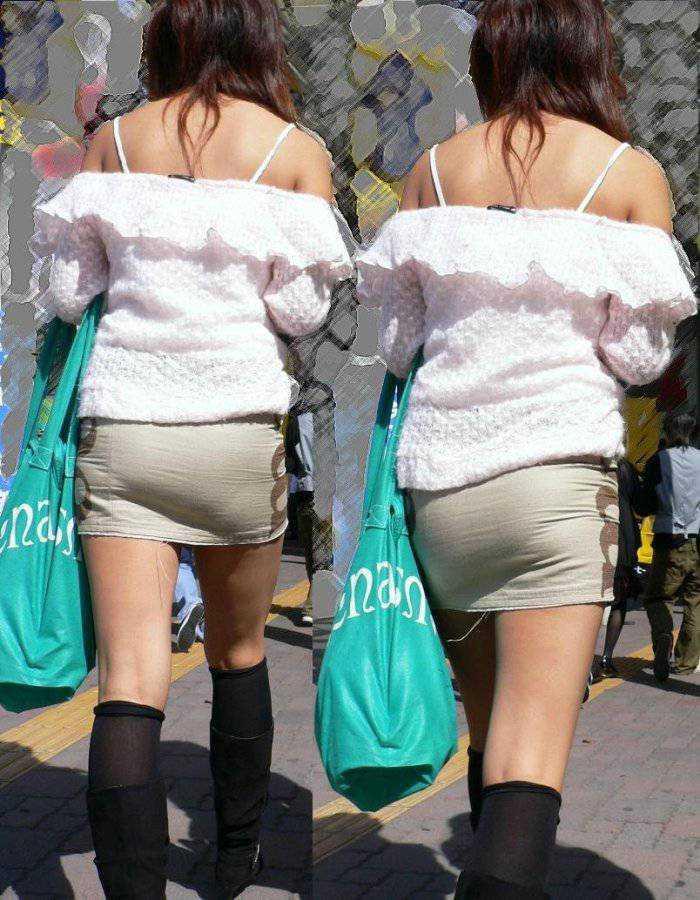 下着が透けているのに街を歩く女の子 (16)
