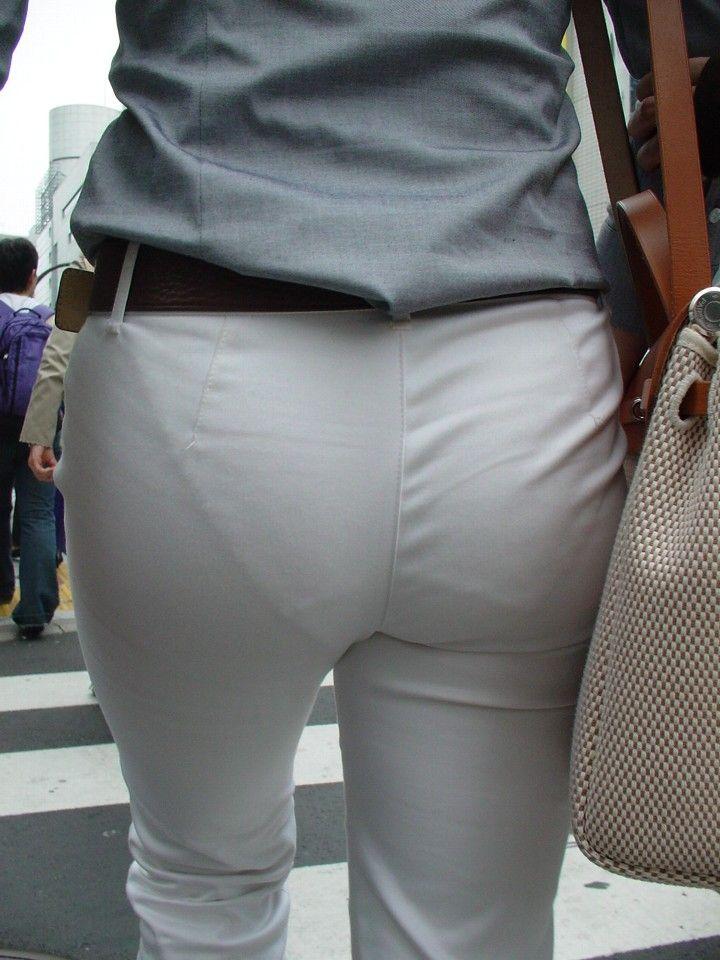 下着が透けているのに街を歩く女の子 (6)