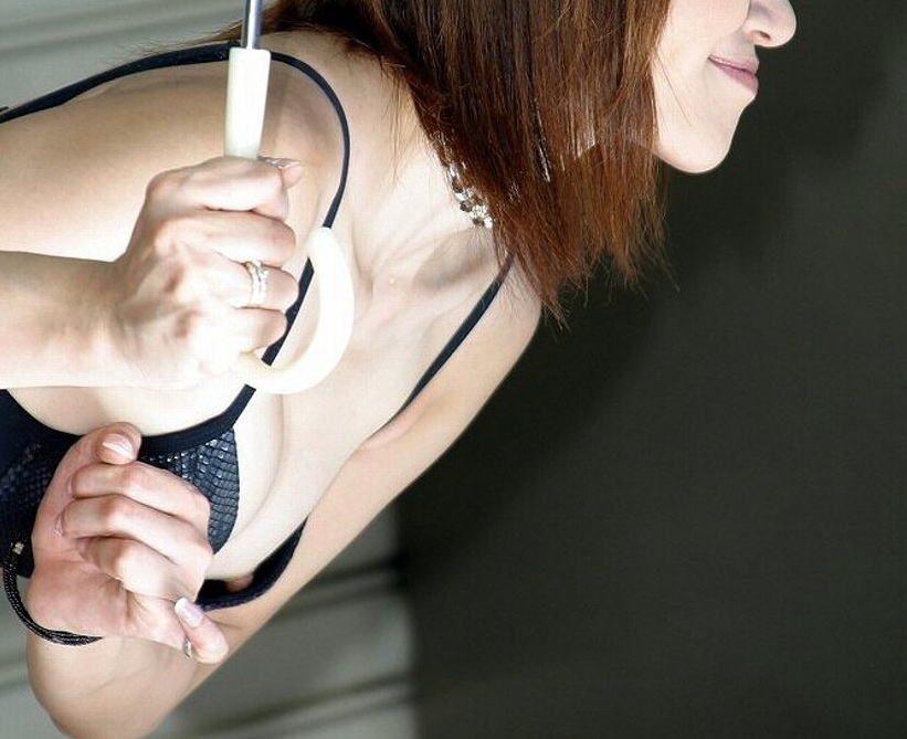 乳首や下着が見えちゃっているレースクイーン (11)