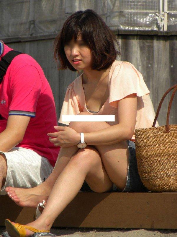 どんな時だってスカートからは下着が見える (3)