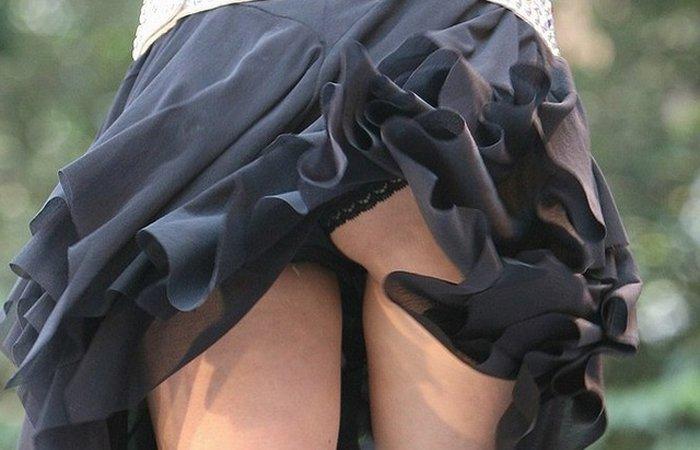 風が吹くと下着を眺める事が出来ちゃう (16)