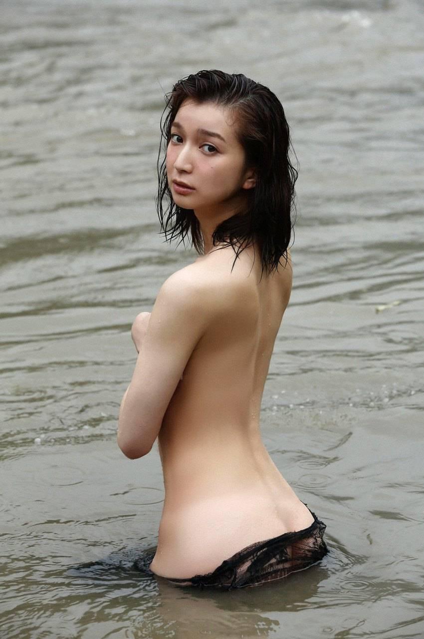 後ろから見た女の子のケツって見応えがある (8)