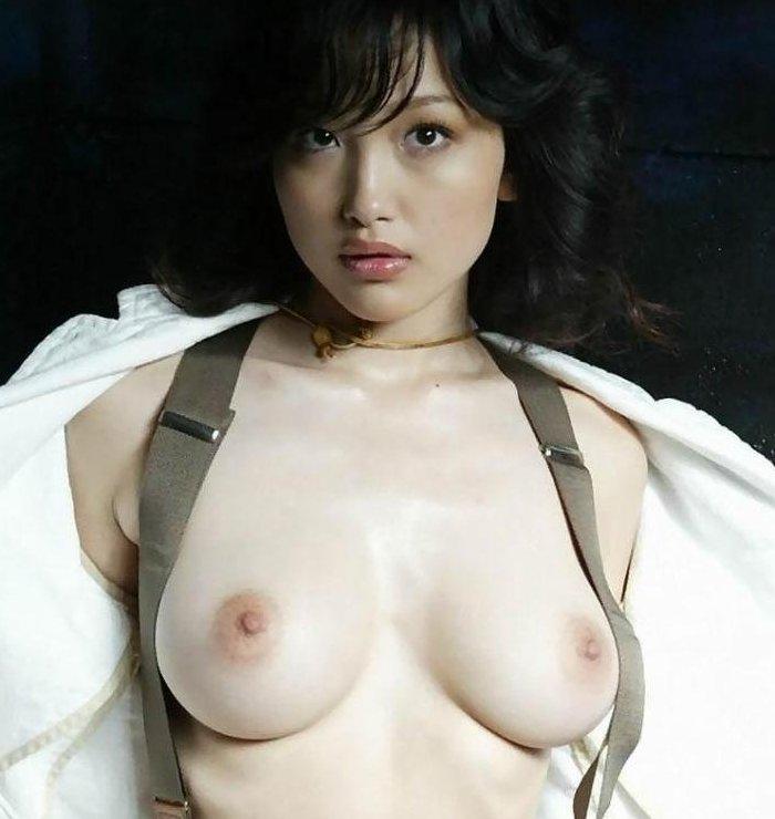 乳房がデカくて美しくて触ってみたい (1)