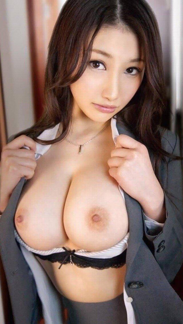 乳房がデカくて美しくて触ってみたい (14)