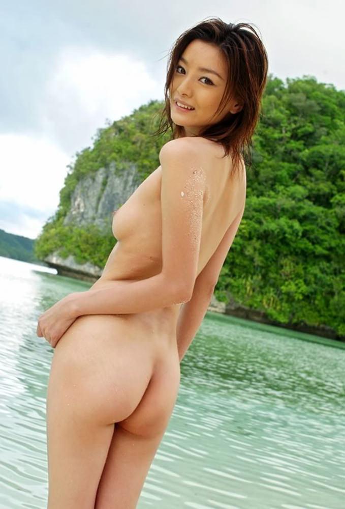 小ぶりな乳房に性的な魅力を感じる (6)