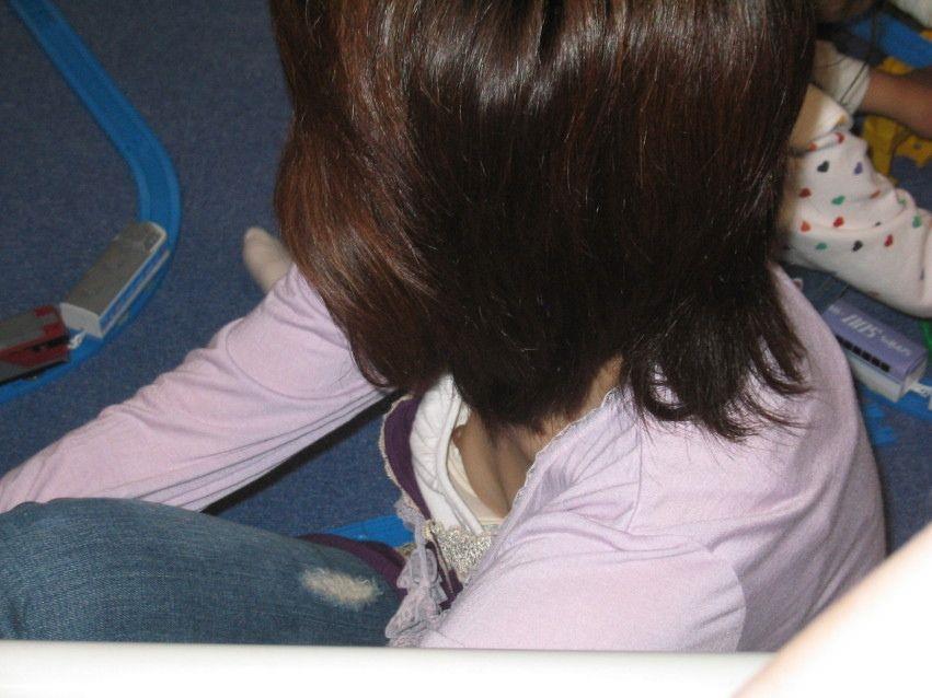 乳房とか乳頭とかチラチラしてる子 (14)