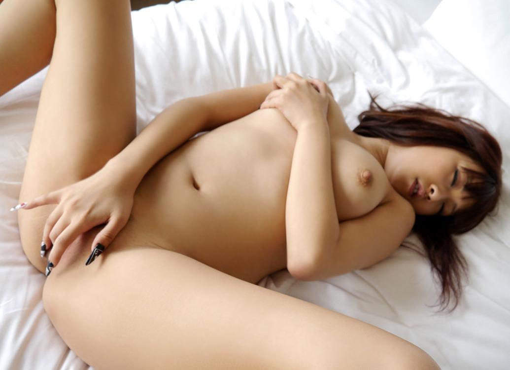 股間を指でイジって気持ち良くなる女の子 (7)