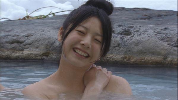温泉や風呂に入るアイドルや女優がセクシー (3)