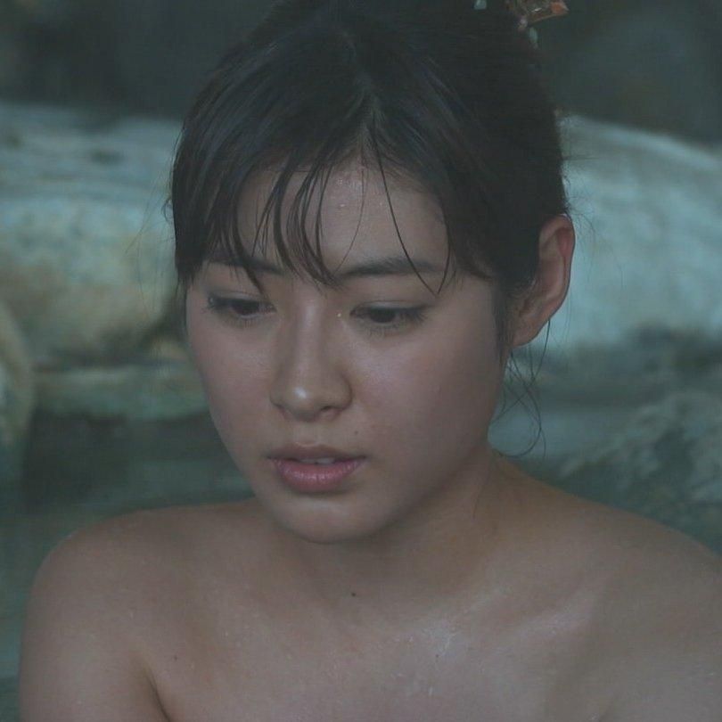 温泉や風呂に入るアイドルや女優がセクシー (1)