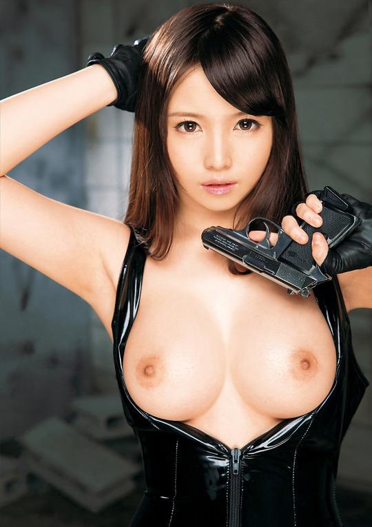 デカい乳房なのにキュートなルックス (9)