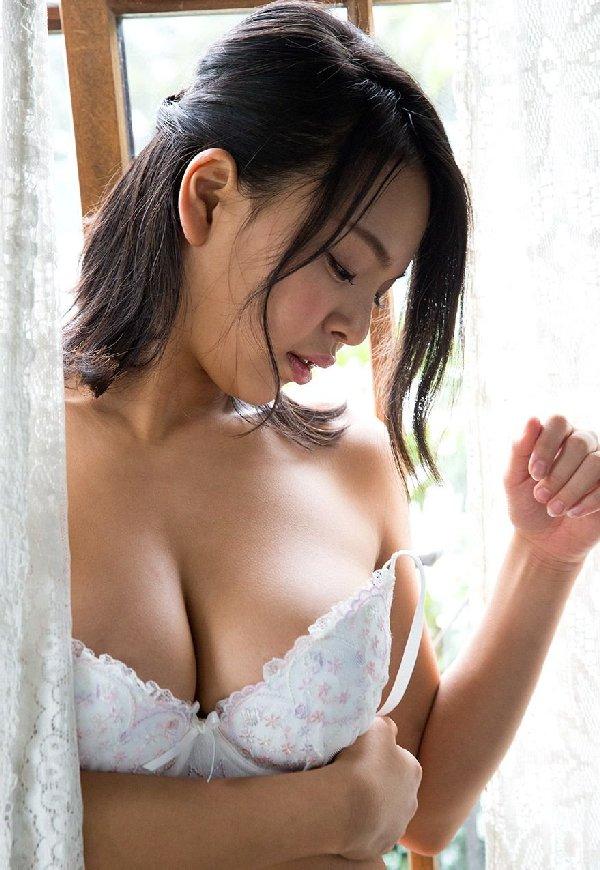 モデル体型でデカパイの美人が激イキ、南真菜果 (2)