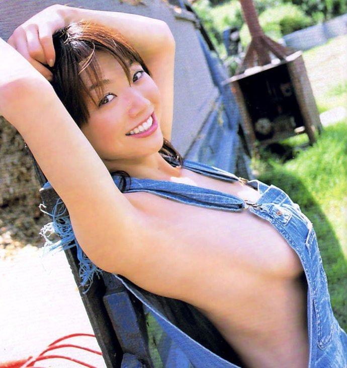 乳首まで見えそうな着衣と裸を組み合わせた格好 (1)