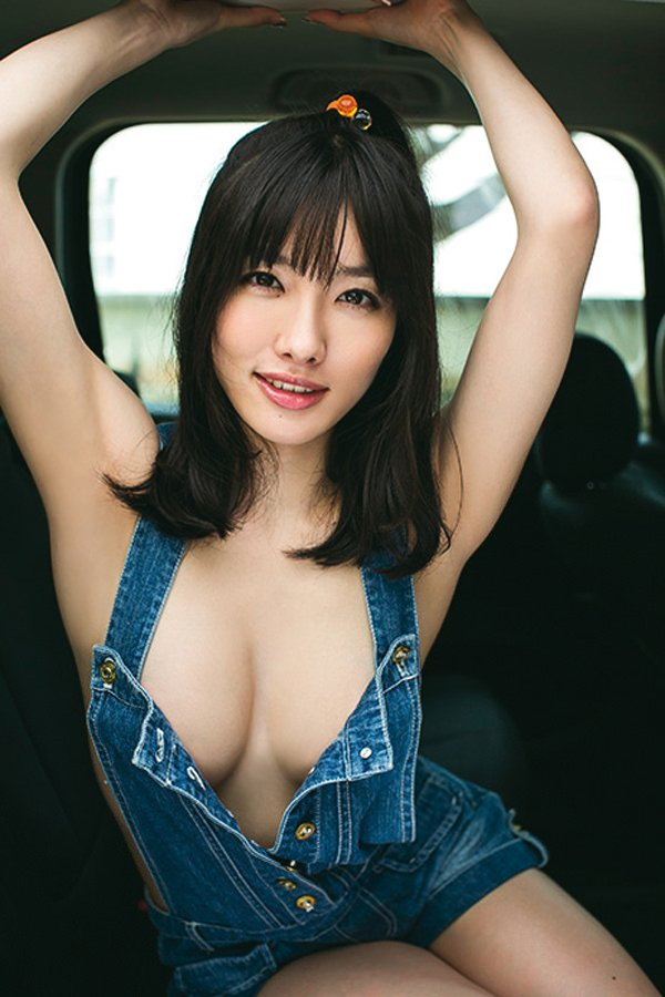 乳首まで見えそうな着衣と裸を組み合わせた格好 (17)