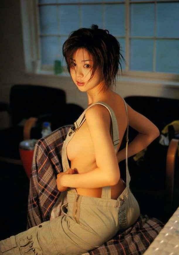 乳首まで見えそうな着衣と裸を組み合わせた格好 (14)